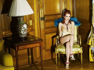 Julianne-moore-vogue-paris-may-2008-inside
