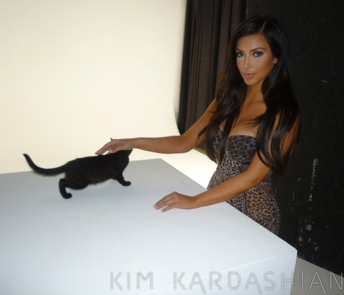 Kimkardashian.celebuzz-1