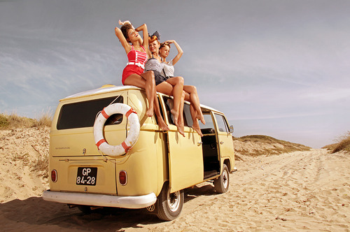 Fashion-friends-girls-holiday-pin-up-road-Favim.com-41172_large