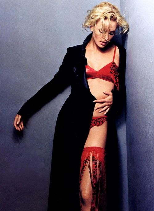 Charlize red