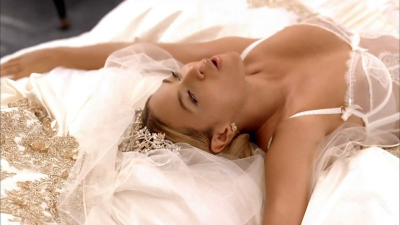 Beyonce-in-lingerie-7
