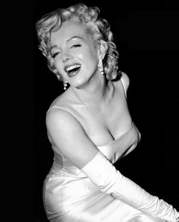 Marilyn_munore_clevage_post_1340785492
